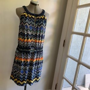 BCBG MaxAzria chevron belted dress, Sz L, pockets!